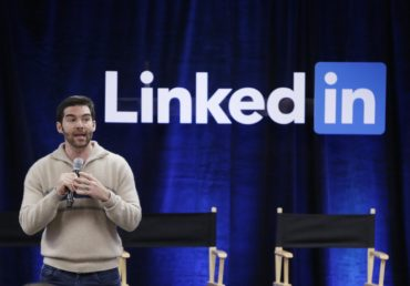 """FILE - In this Nov. 6, 2014, file photo, LinkedIn CEO Jeff Weiner speaks during the company's second annual """"Bring In Your Parents Day,"""" at LinkedIn headquarters in Mountain View, Calif. LinkedIn reports financial results on Thursday, April 28, 2016. (AP Photo/Marcio Jose Sanchez, File)"""