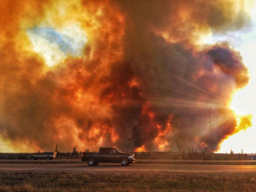 Wildfire in Fort McMurray continues to rage