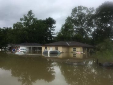A flooded neighborhood near the confluence of the Comite and Amite Rivers near Denham Springs, LA. James Fountain, USGSPublic domain