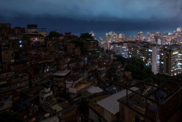 Blackout in favela
