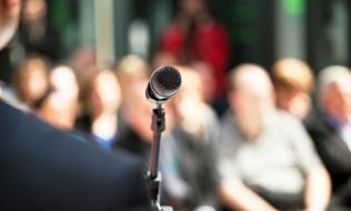 news-announcement-microphone
